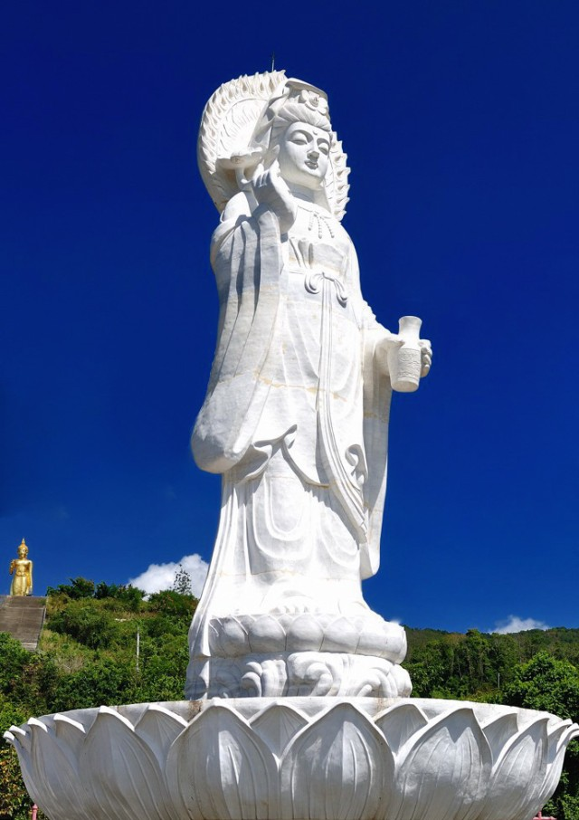 Hatyai-Hill-Kuan-Yin-Temple-God-of-Mercy-Statute-Image.jpg